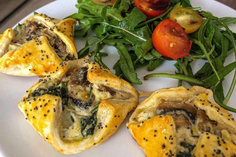 Feuilletés aux épinards, champignons et fromage frais