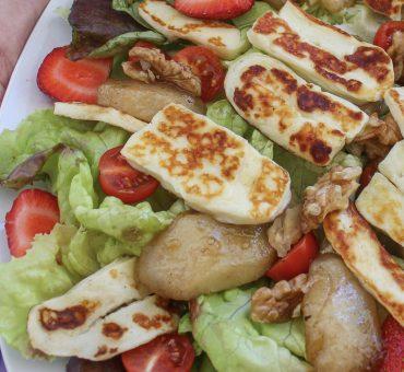 Salade sucrée-salée au halloumi