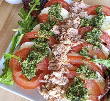 Salade Tomates Mozzarella Pesto